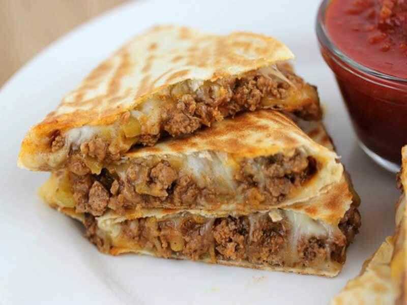 Кесадилья с фаршем и сыром